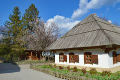 Traditionellt gammalt ukrainskt hus, Poltava, Ukraina Royaltyfri Bild