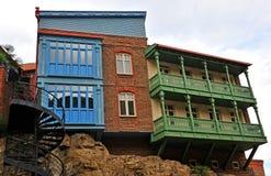 Traditionellt georgian hus i den Tbilisi staden Arkivbilder