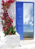 Traditionellt grekiskt hus på den Santorini ön Arkivfoto