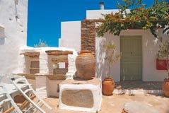 Traditionellt grekiskt hus på den Sifnos ön Fotografering för Bildbyråer