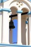 Traditionellt grekiskt klockatorn för ortodox kyrka på den grekiska ön Royaltyfria Bilder
