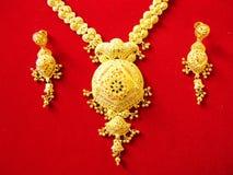 traditionellt guldhalsband Royaltyfri Foto