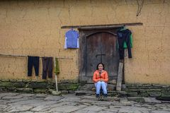 Traditionellt gyttjahus i nordliga Vietnam arkivbilder