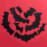 Traditionellt haloween symboler på röd bakgrund för logo Arkivbilder