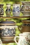 Handcrafted krukar från Rumänien royaltyfria bilder