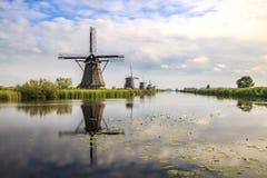 Traditionellt holländskt arv för Unesco för väderkvarnKinderdijk värld royaltyfri foto