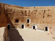 Traditionellt hus av Berbers i Matmataen i Tunisien arkivfoto
