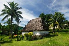 Traditionellt hus av den Navala byn, Viti Levu, Fiji Arkivbild