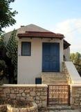 Traditionellt hus av en medborgare av grekiska öar Arkivfoton