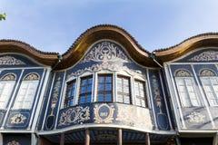 Traditionellt hus i den gamla staden av Plovdiv, Bulgarien Royaltyfria Bilder