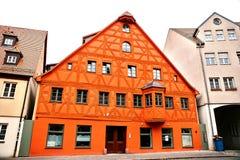 Traditionellt hus i den tyska stilen i Bayern Arkitekturen av hus i Tyskland Arkivfoto