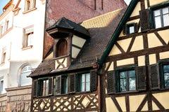 Traditionellt hus i den tyska stilen i Bayern Arkitekturen av hus i Tyskland Arkivfoton