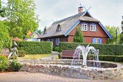 Traditionellt hus i Nida Royaltyfria Bilder