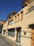 Traditionellt hus i Seoul, Korea royaltyfria foton