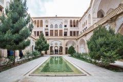 Traditionellt hus Khan-e Abbasian i Kashan, Iran Royaltyfri Foto