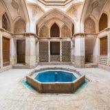 Traditionellt hus Khan-e Abbasian i Kashan, Iran Arkivfoto