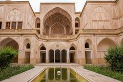 Traditionellt hus Khan-e Abbasian i Kashan, Iran Arkivfoton