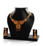 traditionellt indiskt halsband för guld royaltyfri bild