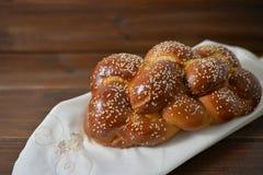 Traditionellt judiskt sött Challahbröd arkivbilder