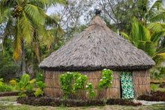 Traditionellt Kanak hus p? den Ouvea ?n, lojalitet?ar, Nya Kaledonien arkivbilder