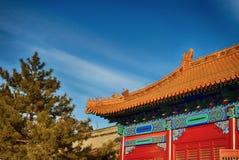 traditionellt kinesiskt tak nationell stil Klart ljust baner Arkivfoton