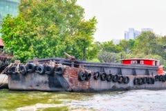 Traditionellt lastfartyg i Bangkok Thailand royaltyfri foto
