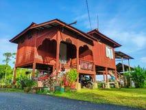 Traditionellt malajiska gammalt hus royaltyfria bilder