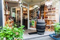 Traditionellt Mosel vin shoppar i Tyskland Arkivfoto