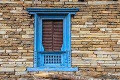 Traditionellt nepalesiskt fönster Arkivbild