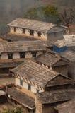 Traditionellt nepalesiskt hus som trekking till Annapurnaen royaltyfri foto