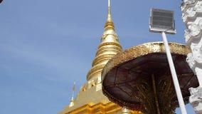 Traditionellt nordligt för forntida guld- pagod på Thailand, Wat Phra That Chae Haeng på Nan, Thailan arkivfilmer