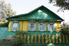 Traditionellt ryssbyhus Arkivfoto