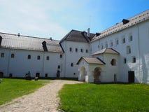 Traditionellt ryssstenhus i Pskov Fotografering för Bildbyråer