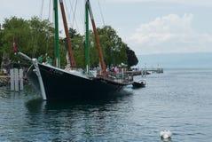 Traditionellt Savoie fartyg i hamn arkivbild