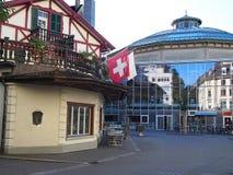 Traditionellt schweizarehus Arkivbild