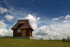 Traditionellt Serbijan berghus Arkivbilder