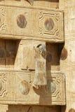 Traditionellt snidit dörr och handtag, Sanaa, Yemen, Arkivfoto