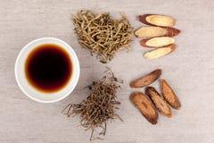 Traditionellt te för kinesisk medicin för torr hosta Royaltyfria Bilder