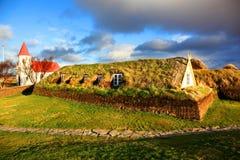 Traditionellt torvahus av Glaumbaer Island royaltyfria bilder