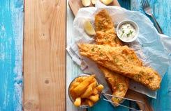 traditionellt trä för brittisk tabell för chipfiskmellanmål Fotografering för Bildbyråer