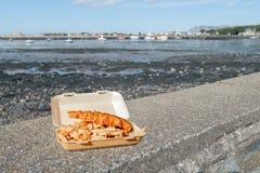traditionellt trä för brittisk tabell för chipfiskmellanmål Royaltyfria Bilder