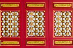 traditionellt trä för kinesisk dörr Royaltyfri Foto