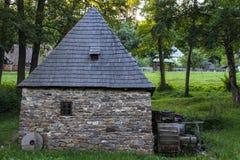 Traditionellt trä och stenhus Arkivfoto