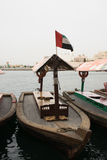 Traditionellt träfartyg Dubai Creek, UAE arkivfoton