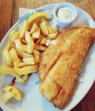 traditionellt tr? f?r brittisk tabell f?r chipfiskmellanm?l arkivfoto