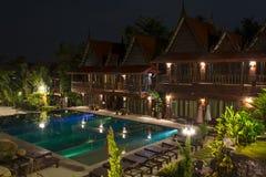 Traditionellt tropiskt semesterorthotell arkivfoton