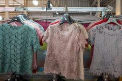 Traditionnel du supérieur-corps classique de coton thaïlandais vêtx pour la femme photos stock
