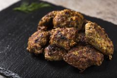 ` Traditionnel roumain de ` de chiftele de ` de nourriture ou de parjoale de ` image stock