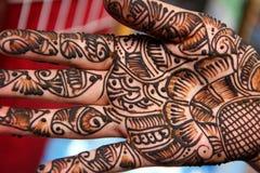 Traditions de henné comme art de corps Images libres de droits