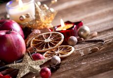 Traditions-Weihnachtsdekorationshintergrund Stockbilder